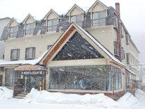 *【外観・冬】冬は気軽に雪景色をお楽しみいただけます。
