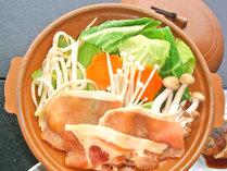 *【夕食一例】鉄板・鍋料理 熱々の豆板醤で身体を温めてください。
