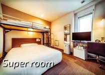 スーパールーム:ワイドベッド(横幅140cm)+ロフトシングル