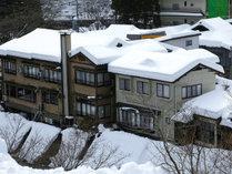 *冬には雪景色に染まる四万温泉