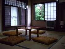 自然光が入る昔ながらの和室です。