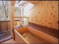 【本館202号室】『テラス露天風呂付客室』檜のいい香りで森林浴。