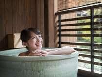 2017年11月にリニューアルオープンした「万作」「りんどう」客室のプチ露天風呂