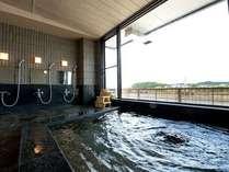 四季折々の風景を望む大浴場。湯船に浸かりながら瀬田川の景色を満喫