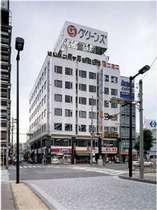 近鉄四日市駅南改札東階段より徒歩1分。