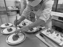 【津江の庄・料理長】こだわり抜いたお料理の数々を心ゆくまでご堪能くださいませ。