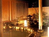 かけ流しの天然温泉。風情ある露天風呂で一息♪
