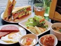 """【朝食】沖縄家庭料理が""""おかずサンド""""で登場!ロコイン松山の「まぁさんど」バイキング"""