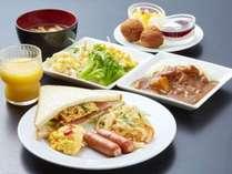 沖縄の食材を挟んだ当館オリジナルの朝食サンド