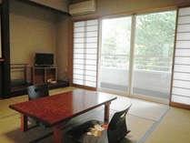 *【和室】野鳥のさえずりや自然の音を楽しみながら、ゆったりと寛げる和室です。