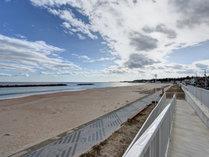 *【周辺】当館目前の海へ。どこまでも続く水平線がきれいです。