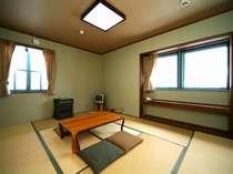 和室10畳 和室のかもし出す落ち着いた空気は、気分をゆったりとさせてくれます