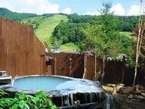 樹齢1650年 直径3.2mの 丸太の露天風呂