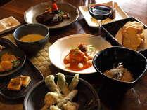新鮮な地元野菜などを使ったオリジナルコース料理 一皿一皿に心を込めて