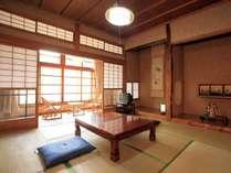 【本館/和室】懐かしさを感じられる純和風のお部屋です。