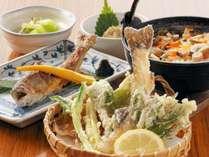 食事は地元の山菜や食材をふんだんに使った『女将こだわり』の手作り薬膳料理をお召し上がりください♪