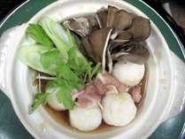 【だまっこ鍋】だまっこは、お米を練り込みお団子にしたもの。モチっとした食感がクセになります。