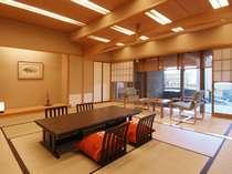 【茶寮露天風呂付客室】広々とした和室で特別なひとときを。隣接した露天風呂は風情たっぷり(御所)