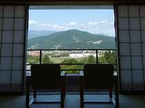 【部屋】四季折々の美しい風景を楽しみながらご滞在ください(※蔵王側指定は別料金)