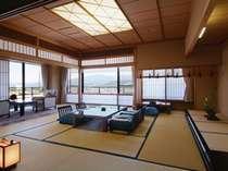 【貴賓室和室】最上階ならではの蔵王連峰の絶景を贅沢に堪能できるお部屋