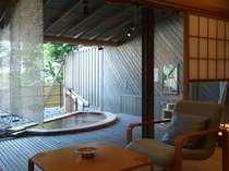 【茶寮露天風呂付客室】各部屋タイプ毎の露天風呂はフォトギャラリー「お風呂」にございます。