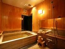 【貴賓室ツイン】専用の檜風呂を完備。ゆったりとしたひと時を…(※温泉ではありません)