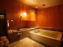 【貴賓室和室】専用の檜風呂を完備。ゆったりとしたひと時を…(※温泉ではありません)