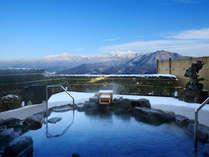 【8階露天風呂-冬-】冬の蔵王連峰も必見!温泉に入りながら絶景を楽しむこの上ない贅沢。(男女入替制)