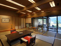 【茶寮プレミアム客室】ゆっくりと上質な時間が流れる当客室が旅を更にムードあるものへ…。
