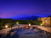 【8階露天風呂】夏(夕刻)の展望露天風呂。絶景を眺めながらの夕涼み。(男女入替制)