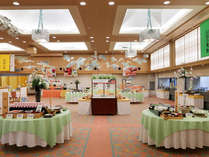【朝食ブュッフェ】開放的なコンベンションホールでの朝食ブュッフェ。お好きなものをお好きなだけ!