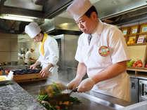 【朝食ブュッフェ】オープンキッチンで作りたての料理をその場でどうぞ!