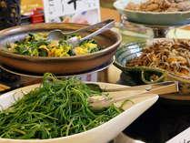 【朝食ブュッフェ】地産地消の新鮮野菜を使った山形ならではの味付けをご堪能下さい。
