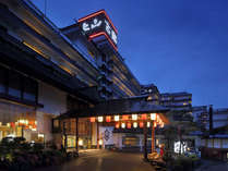 【外観】かみのやま温泉葉山の最奥の高台に位置する立地。客室からの市街の夜景を一望できるのが魅力。