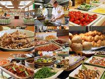朝食は54種類のブッュフェ(※お膳の場合もあります)山形の野菜は新鮮そのものです。