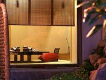 【料亭】和室タイプの個室会食場。日本庭園を眺めながらのお食事をどうぞ。