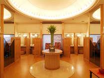 【おしゃれなトイレ】各小部屋にTVまでついたオシャレなトイレは1階・3階にございます。