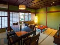 午の間ーうまのまー畳のお部屋。多人数でご宿泊されてもゆったりとお過ごし頂けます。