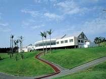 ホテル外観クラブハウスに隣接した宿泊施設となります。