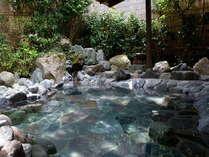 ちょっとお散歩で外湯の気分を!別棟の『ゴロゴロ風呂』はワイルドに楽しむお風呂です。