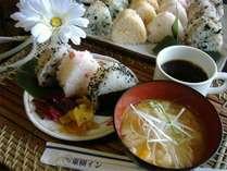 朝食無料サービス(おにぎり)