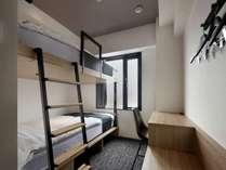 2段ベッドツインルーム1(セミダブルサイズベッド×2 シャワー・トイレ付)