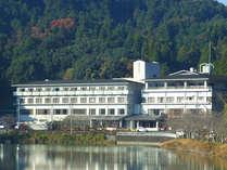 *【外観】湖畔に佇むホテルでゆっくりのんびり。真心込めたお料理と天然温泉が好評!