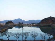 *部屋からの眺め:春には桜が満開になる景色をお部屋からご覧頂けます。