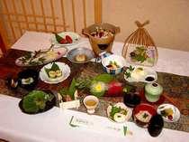 旬の食材を生かしたおもてなし。会席料理例