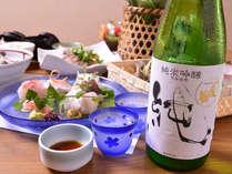 *お夕食一例/彩り豊かに並べられた旬のお料理を日本酒と共に味わう。