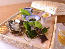 *お夕食一例(先付け)/行者にんにく岩牡蠣、虹鱒焼き南蛮、さらし鯨