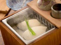 優しい味付けの湯豆腐♪アツアツでお召し上がりください!