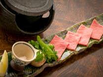 """和牛は陶板焼きで!ひとくち食べれば、""""ジュワ~""""っと肉汁が口いっぱいに♪"""