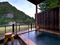 【藤の荘-FUJI-】<露天風呂> 山からの、川からの風が心地よく肌をなでる・・・贅沢な湯情のひととき♪